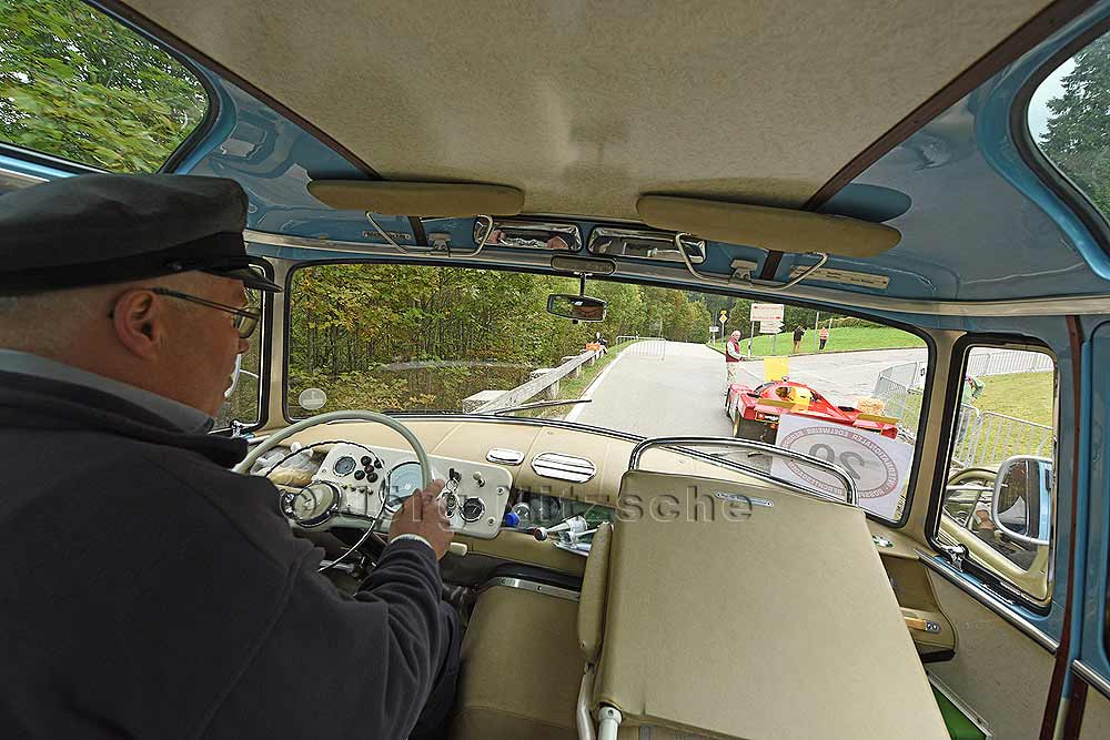 View through the cabin of a Mercedes minibus Type 0319 while driving on the Roßfeld during the International Edelweiss Mountain Award Roßfeld Berchtesgaden.