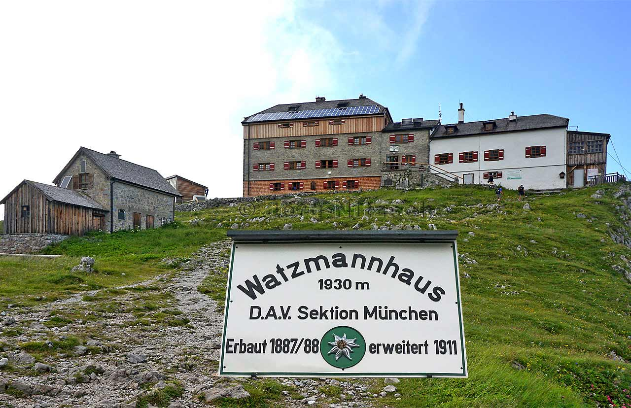 The Watzmannhaus perched on the Falzköpfl high above Berchtesgaden and the mountaineering village Ramsau. Finally reached!