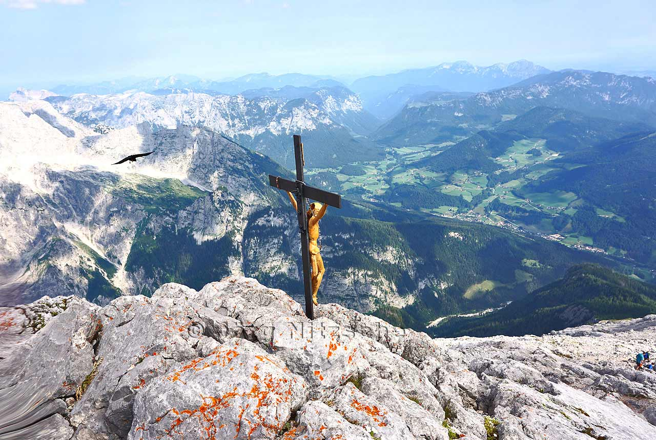 Wow, I did it. What a sublime sight. Here I look in the direction of Hochkaltar and the Chiemgau country.